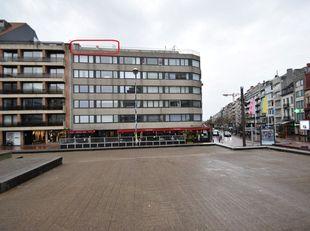 TE RENOVEREN APPARTEMENT<br /> Grondig te renoveren appartement met zicht op zee, in de onmiddellijke nabijheid van winkelstraten, dijk en strand. Ope