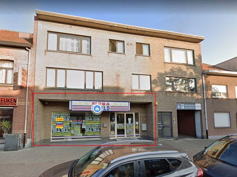 Ruim commercieel gelijkvloers of kantoor te huur, gelegen te Ekeren.  <br /> De gevelbreedte bedraagt ca. 9,30 m. De oppervlakte bedraagt ca. 600 m&su