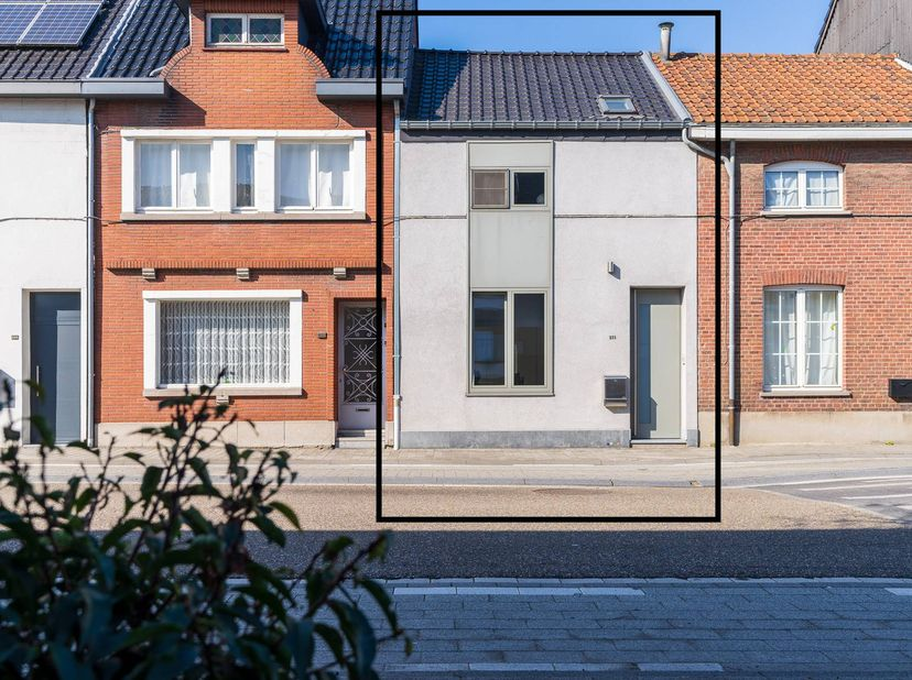 Op zoek naar een mooie, moderne stadswoning met een ideale ligging en kwalitatieve materialen? Dan is dit wellicht de woning die u zoekt. <br /> <br /