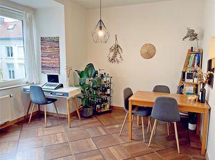 Dit recent gerenoveerd appartement is gelegen in de nabijheid van het historische centrum van Gent, vlakbij verscheidene winkels en tal van eetgelegen