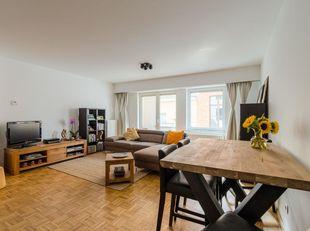 Prachtig instapklaar 2 slaapkamer appartement met 2 terrassen gelegen in een rustige zijstraat tussen Theaterplein en Meir, op wandelafstand van winke