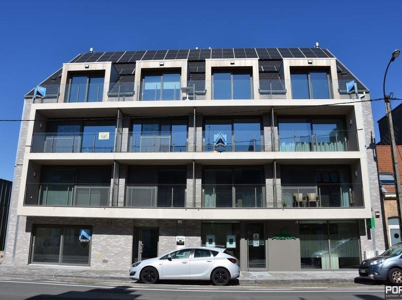 Privatieve parking te koop in Residentie De Lombarden te Lombardsijde. 5,38 m X 2,99 M. Contacteer ons voor meer info. Tel 058/62.50.50