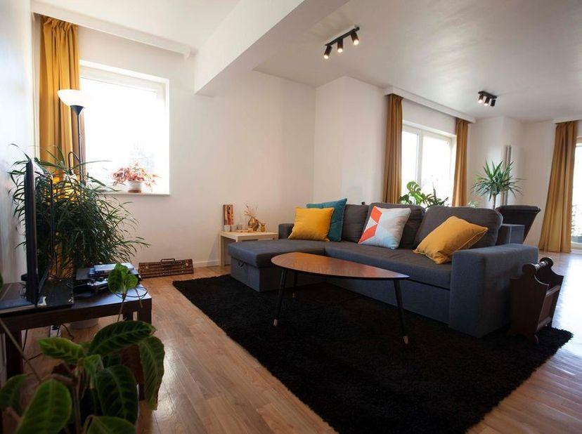 Chambre à louer dans un appartement récemment rénové avec une belle vue sur les toits de Bruxelles. Avec hall de nuit, salle de bains et toilettes pri