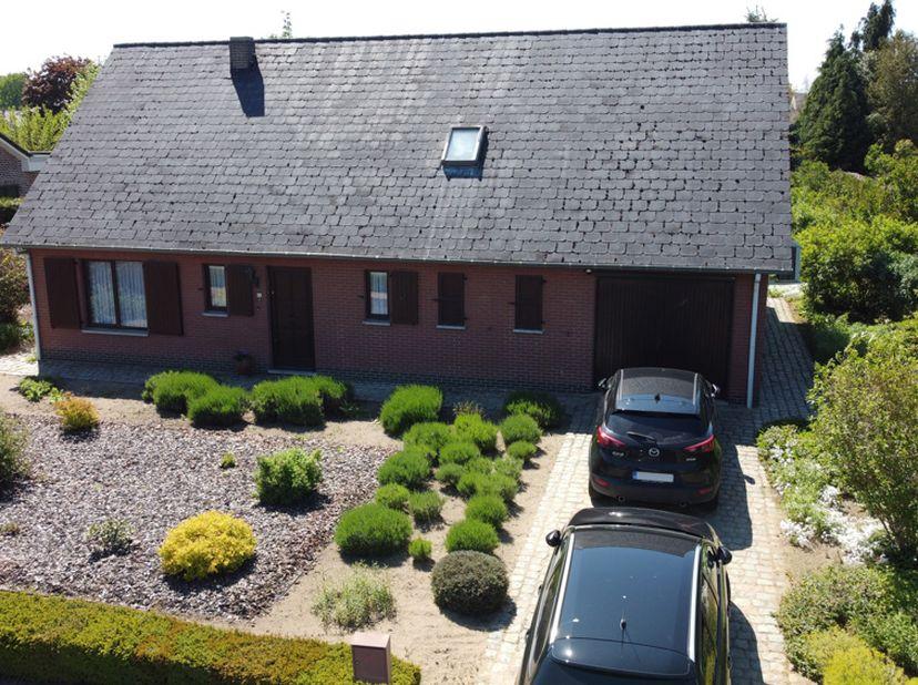 Ruime woning in rustige verkeersluwe straat tussen 2 natuurgebieden (Geen immo aub)<br /> <br /> De woning is gelegen in een rustige omgeving tussen 2
