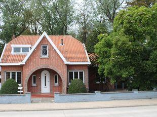 Charmante, rustig gelegen, karaktervolle woning.<br /> Alleenstaande villa met vele mogelijkheden voor totaalrenovatie, gelegen in een groene omgeving