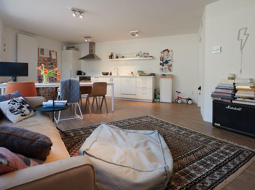 NIEUWBOUW appartement met veel licht en een zonnig terras te huur! Een voormalig pakhuis is omgebouwd tot dit modern 2 slaapkamer appartement volgens