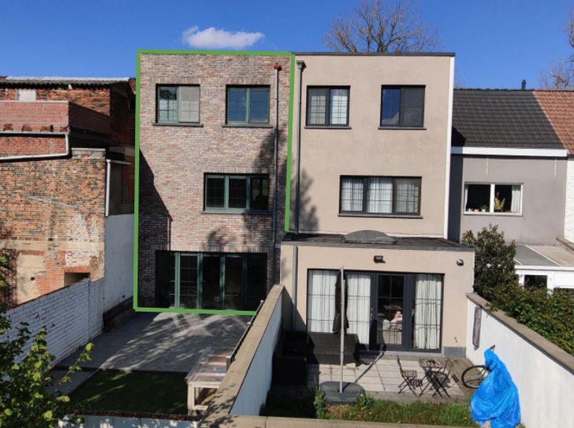 Huis te koop (Mogelijkheid tot 3 slaapkamers)<br /> <br /> Moderne en gezellige instapklare woning gelegen nabij het centrum van Niel aan de rand van