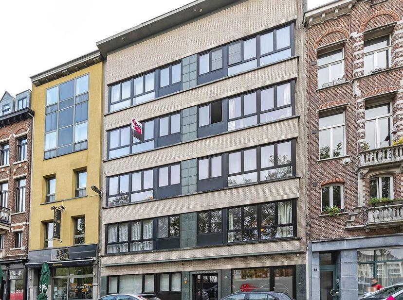 Ruim en gezellig appartement op het trendy zuid. Beschikbaar vanaf 15/01/2021! Dicht bij winkels, restaurants, openbaar vervoer en stadsfietsen. Op ee