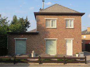 Bent u op zoek naar een instapklare woning met onderhoudsvriendelijke tuin? Dan is dit misschien wel iets voor u! De woning dateert van het jaar 1979