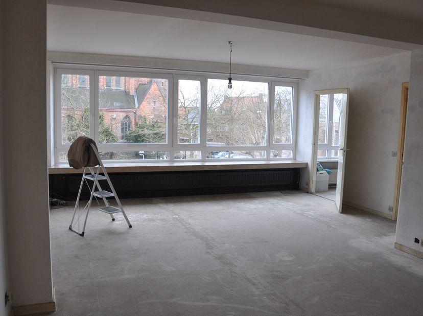 Zonnig, goedgelegen appartement op wandelafstand van openbaar vervoer, fietsafstand centrum Antwerpen ong. 15 min. en veel parkeerplek voor de deur.<b