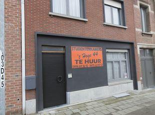 vergunde studentenwoning met 6 kamers en 1 studio.<br /> vensters en rolluiken volledige nieuw<br /> maandopbrengst : ongeveer NETTO 1500 euro/maand<b
