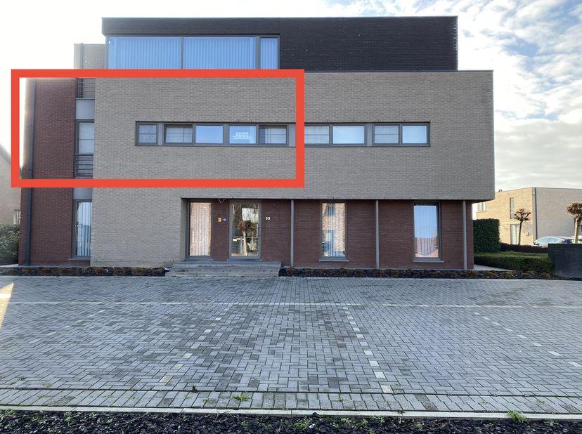 Dit aantrekkelijk en lichtrijk appartement is gelegen langs de Hasseltsestraat tussen Bilzen en Beverst met een bushalte vlakbij.  Via de trap of de l
