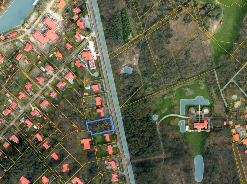 Prachtige villagrond (2127 m2) met zuid-west orientatie gelegen langs de Botermelkbaan tussen de nummers 14 en 16. <br /> Straatbreedte: 34m<br /> Zic