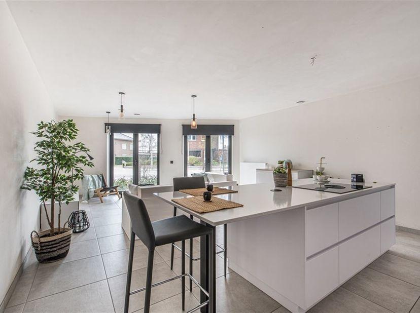 Dit betreft een uitstekend  gelegen luxueus appartement vlakbij centrum Beveren-Waas.Het appartement bevindt zich net buiten de stadskern van Beveren