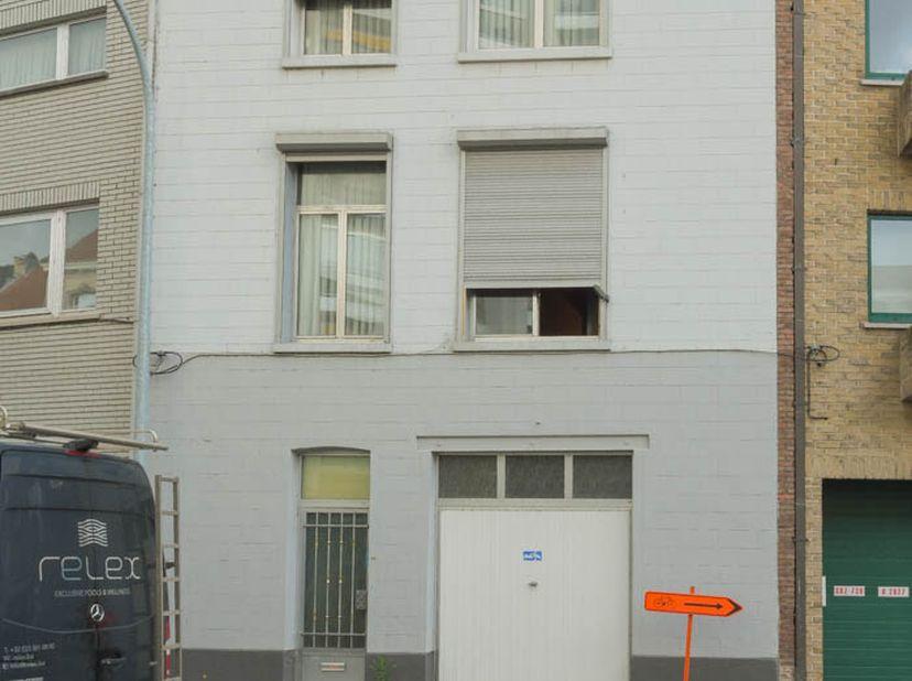 Vlot te bereiken woning nabij het centrum van Mechelen, het Vrijbroekpark en de Vaart.  <br /> De woning omvat op de gelijkvloers een garage voor 1 wa