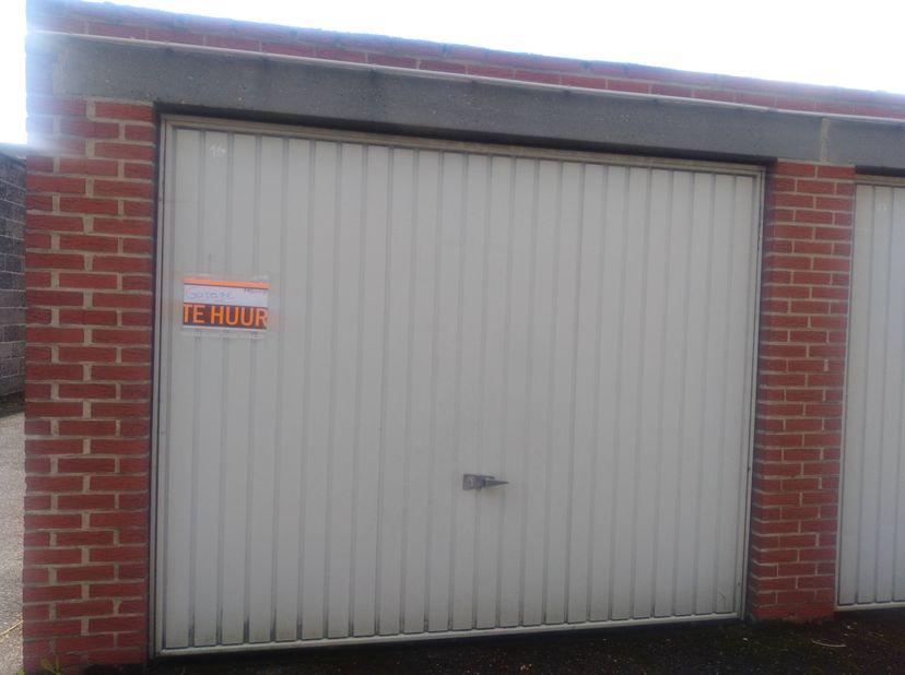 Ruime garagebox dichtbij centrum.