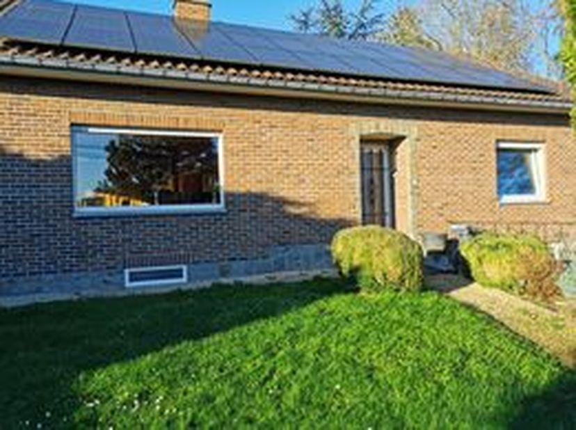 Maison aux multiples possibilités (terrain, annexes)<br /> <br /> Villa 4 façades (terrain entièrement clôturé avec annexes). Cette maison de fin des