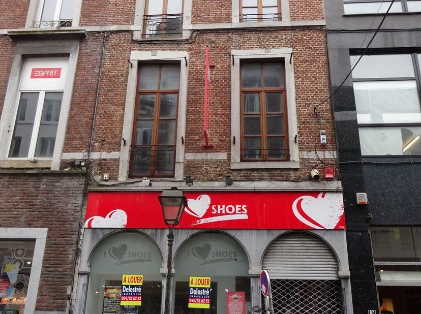 Handelseigendom te huur, gelegen te Luik, Rue de la Cathédrale 85. Voorheen: I love Shoes. <br /> Het pand heeft een oppervlakte op het gelijkv