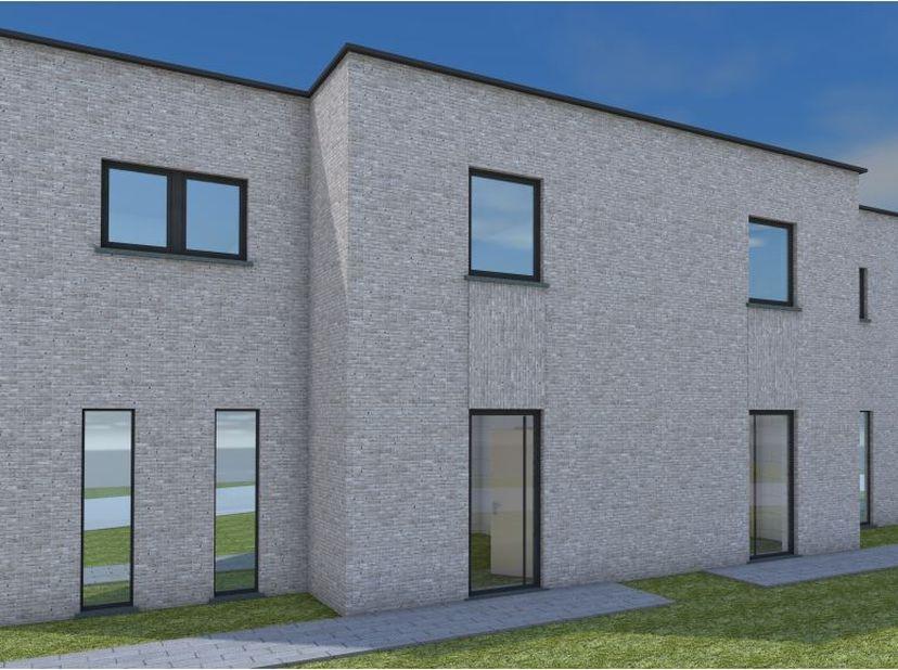 Moderne Hob te koop in rustige omgeving, dicht bij centrum en scholen. De woning bestaat uit gelijkvloers : inkom, toilet, leefruimte, keuken en bergi
