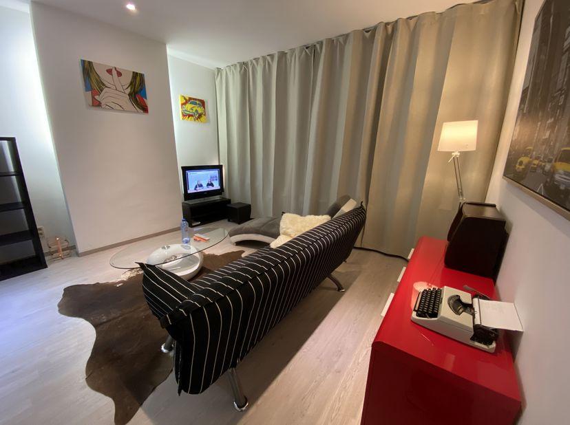 Modern lichtrijk 1-slpk appartement van 50 m² te huur in gerenoveerd gebouw (2017) te centrum Antwerpen, nabij Sint-Jansplein en Park Spoor Noord, 10
