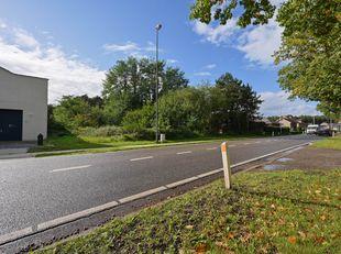 Prachtige bouwgrond op een grote oppervlakte van 15a 90ca en een lange gevelbreedte. Deze grond ligt langs de mooie, brede, groene Noordlaan met grote
