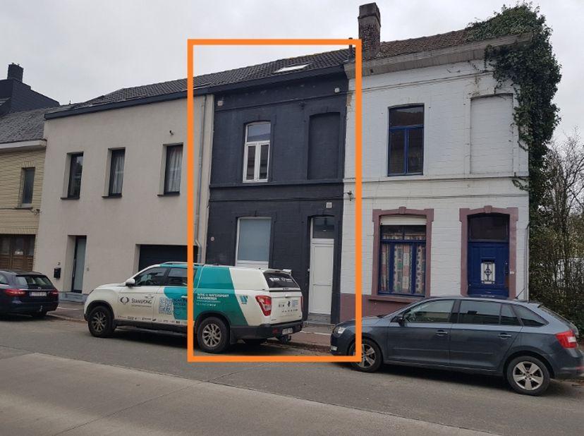 VERKOCHT!<br /> Recent volledig gerenoveerde woning op toplocatie met 3 slaapkamers. Gelegen aan de grens van Ledeberg, Gentbrugge en Merelbeke Flora.