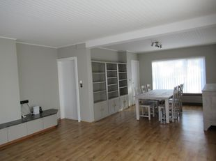 Opgefriste comfortabele woning in Bolderberg (Zolder), open bebouwing op bosrijk stuk grond van 66 are. Geschikt voor alle leeftijden. Het gelijkvloer