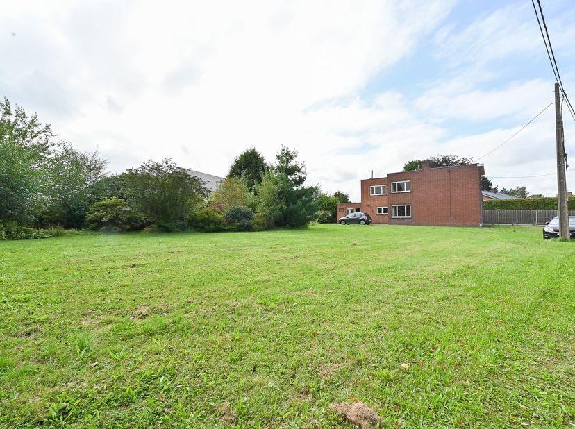 Bouwgrond voor open bebouwing met een oppervlakte van 635 m² met zuidgerichte tuin.<br /> Bezoek:<br /> vrij