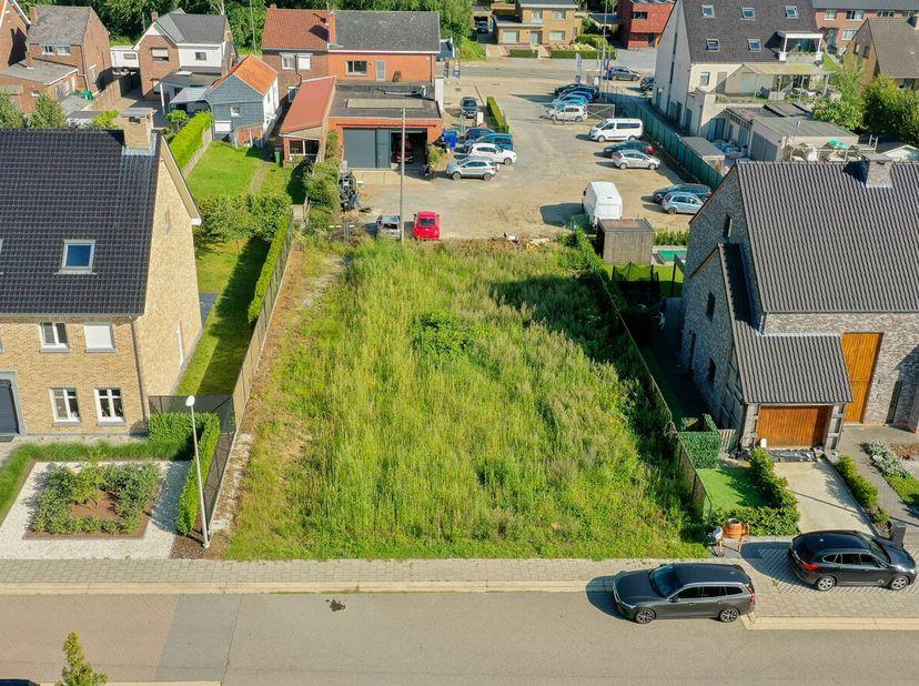 Goed gelegen bouwgrond waarvoor een verkavelingsvergunning werd afgeleverd, bestemd voor eengezinswoning in open bebouwing (ruime bouwvoorschriften!),