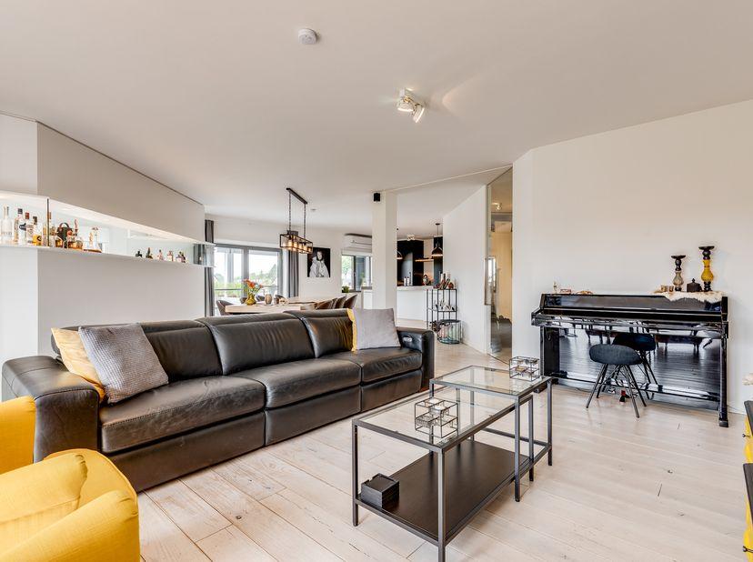 Subliem loft-appartement (ca. 200 m²) plus ruim terras van 62 m² en private lift! <br /> <br /> Zeer rustig gelegen in het landelijke Sint-Huibrechts-