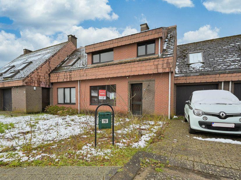 Rustig gelegen woonhuis met een bewoonbare oppervlakte van 93m².  <br /> De woning heeft 3 slaapkamers en een badkamer met ligbad. Verder beschi