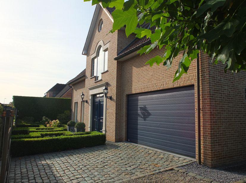 Rustig gelegen villa met mooie aangelegde tuin met vijver op wandelafstand van het centrum van Stevoort.<br /> <br /> EPC B !<br /> <br /> Indeling ge