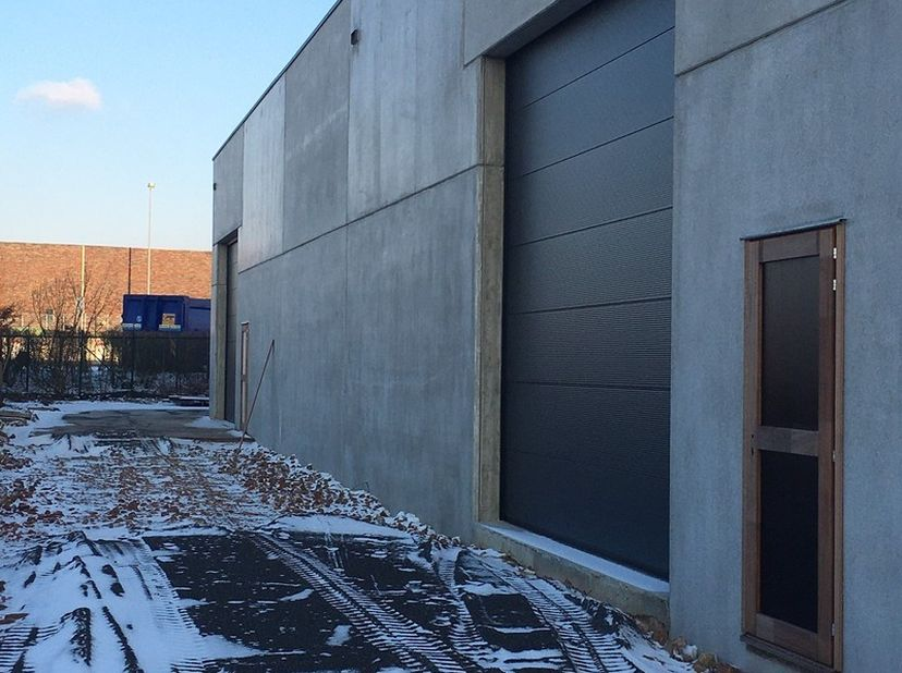 Opslagruimte te beschikking van 350 m², evt uit te breiden tot 650m².<br /> De opslagruimte is gelegen achter het bedrijf Moors