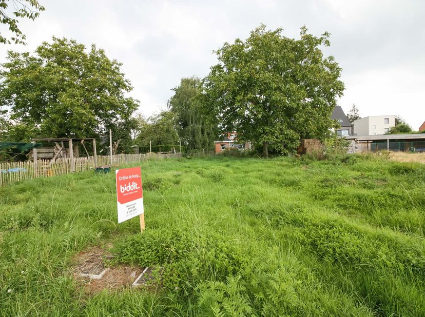 Gunstig gelegen bouwgrond (OB) met een totale oppervlakte van 4a88ca en een niet-geïndexeerd kadastraal inkomen van 4 euro. <br /> Info grond  <br />