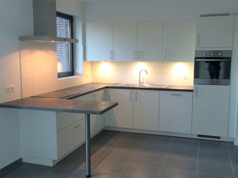 Recent 2 slaapkamer appartement binnen de grote ring van Hasselt.<br /> Het appartement is gelegen op de 2 de verdieping van residentie Alverpark en h