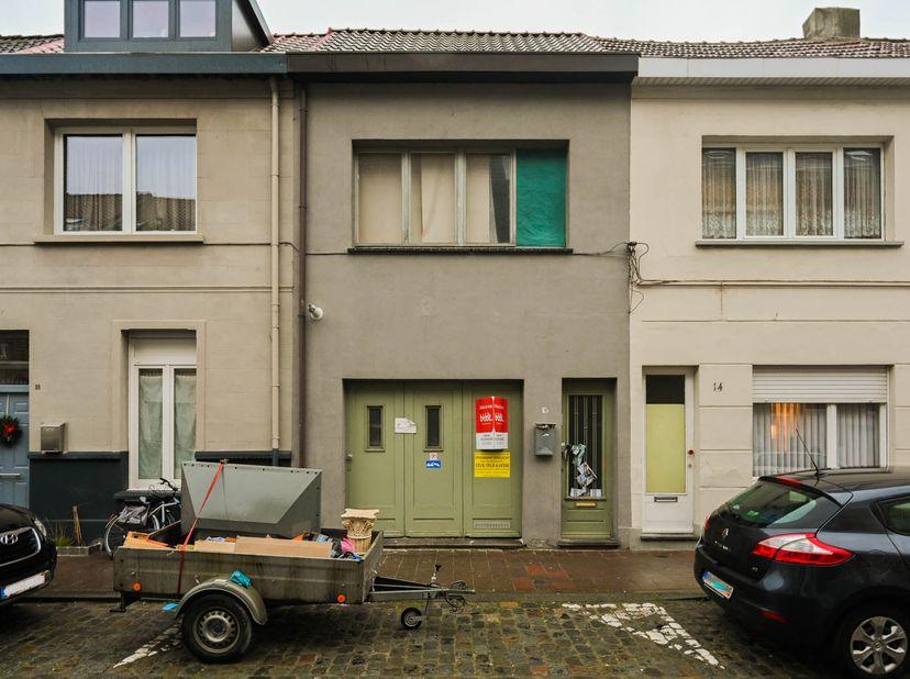 Een woning te Antwerpen-Merksem, Emiel Lemineurstraat 16, gekad. sectie C, nummer 0282/W/48 P0000, groot 90m² (opgesplitst in 4 units zonder verg