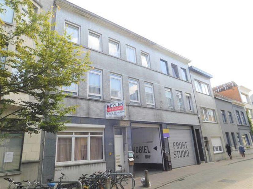 Ligging: Gunstig gelegen aan de Turnhoutsebaan, openbaar vervoer, winkels en scholen bevinden zich in de directe omgeving.  <br /> Indeling: Opbrengst