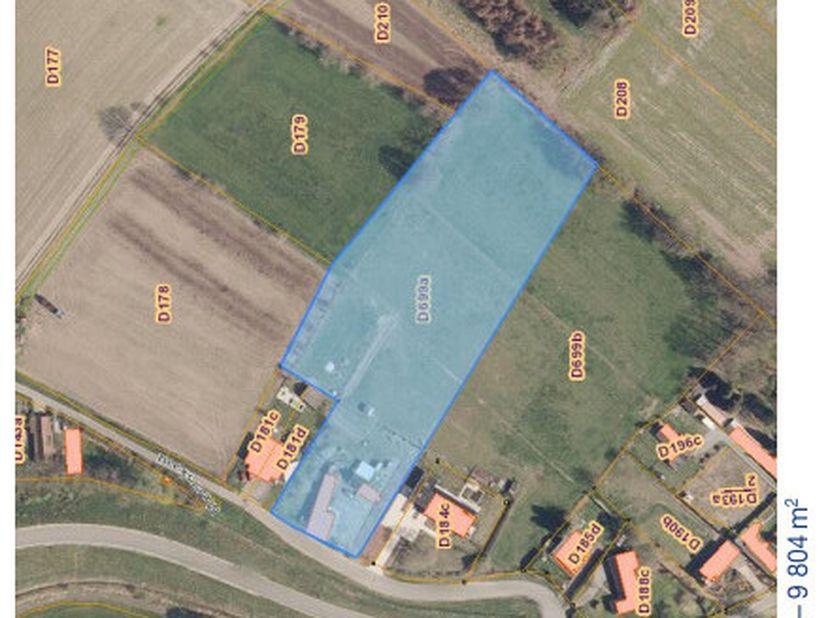 Het stuk grond is een combinatie van bouwgrond en landbouwgrond langs de Meerskant in Laarne. Het betreft een af te breken woning op een zuidoostelijk