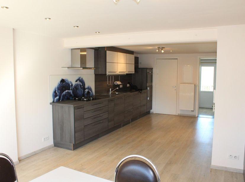 Gerenoveerd, mooi, zonnig instapklaar appartement (60m²) gelegen in de Kasteelstraat 39, 3300 Tienen op de tweede verdieping komt vrij vanaf februari