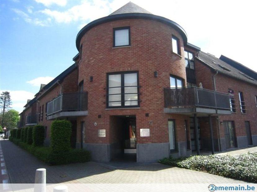 Volledig gerenoveerde duplex  in hartje Maasmechelen.<br /> Dit mooie appartement is gelegen op de 1ste verdieping van Residentie De Heesterhoek. Het