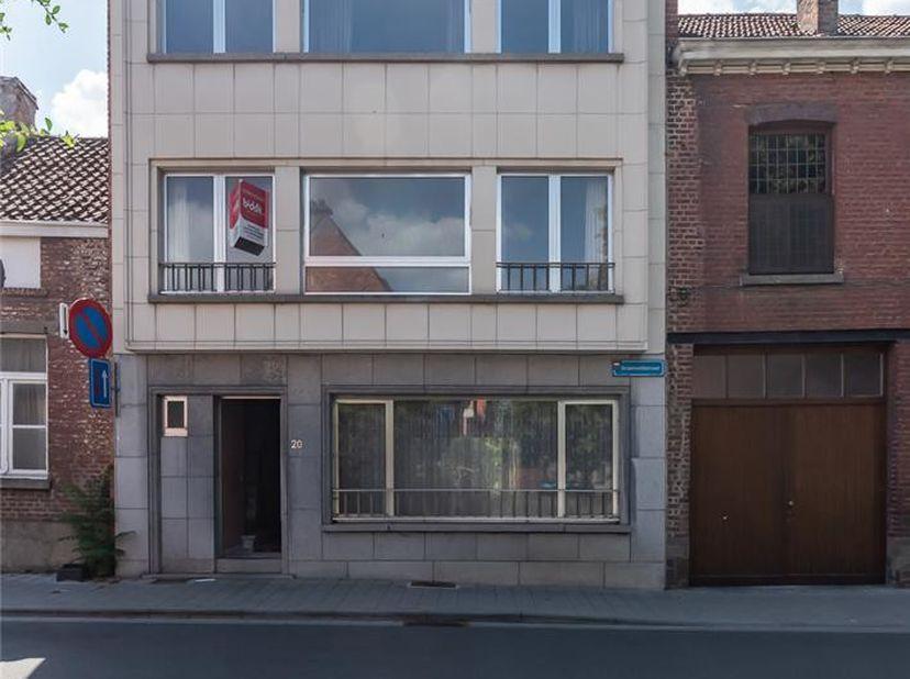 LOT 1: WONING<br /> Notarissen Lauranne ROOMAN en An BERGHMANS, te Leuven, Diestsestraat, 77, met tussenkomst van notaris Chris CELIS, te Brasschaat z