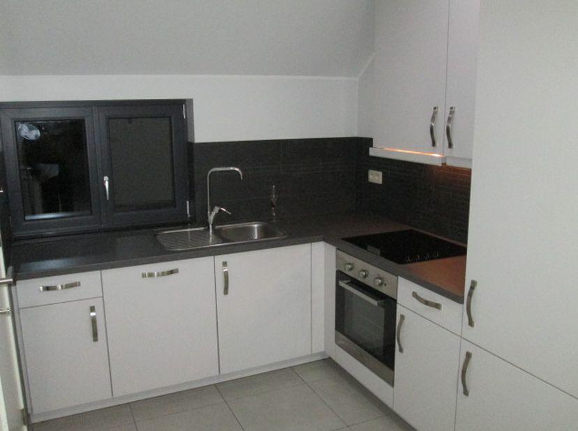 Beschrijving:<br /> Rustig gelegen appartement-woning 1e verdiep (HOB woning met 2 woonentiteiten) in groene omgeving, waar de oude Zoo van Zwartberg