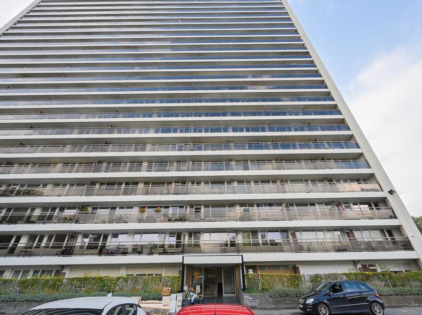 2-SLAAPKAMER APPARTEMENT<br /> 2-slaapkamer appartement, nummer J17, gelegen op de 17e verdieping, zonder garage, met terras.<br /> Indeling: inkomhal