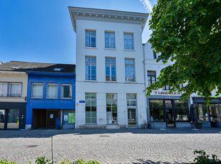 KANTOORGEBOUW MET 3 PARKINGS<br /> Een kantoorgebouw in hartje Mechelen bestaande uit:<br /> Â Kelder (deels onderkelderd)<br /> Â Gelijkv
