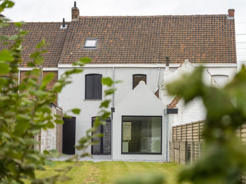 Instapklare gezinswoning centrum Waregem<br /> <br /> https://www.gaverkestraat.be/ <br /> <br /> Deze stijlvolle woning in hartje Waregem onderging e