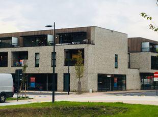 Zeer centraal gelegen Dienstenruimte of kantoorruimte aan de Dennenstraat en de Koolmijnlaan direct tegen het centrum van Beveren-Mijn en tussen Colru