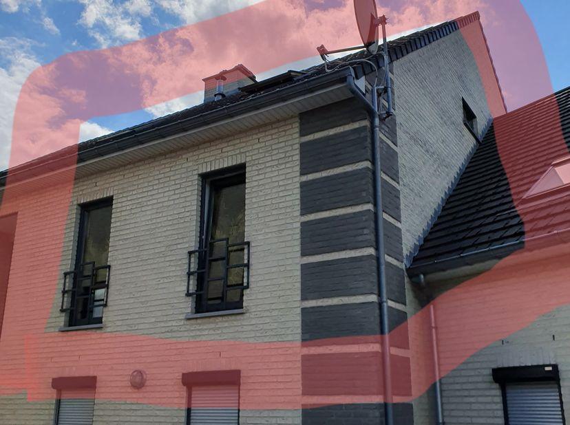Mooie ruime duplex woning, netjes afgewerkt, complete keuken, goede isolatie en veel privacy. Parkeergarage en berging onder het appartement. Ruime ba