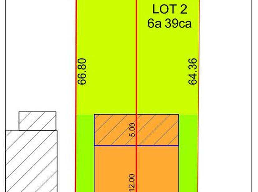 Bouwperceel geschikt voor halfopen bebouwing met een oppervlakte van 6a 42ca, gelegen in het centrum van Millen. Perceelsbreedte: 9.70m, gevelbreedte: