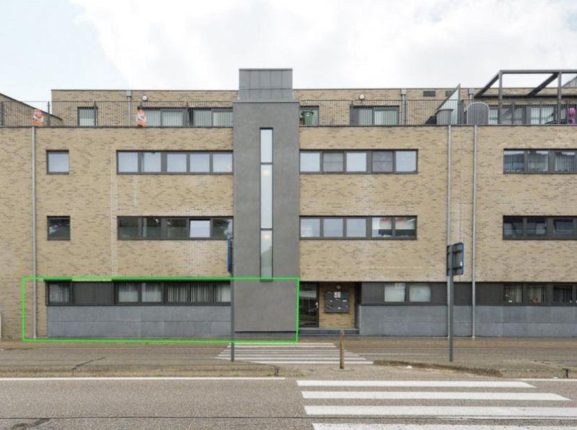 Beschikbaar vanaf 1 mei 2021<br /> <br /> Recent appartement gelegen op gelijkvloers met mooi terras en tuin aan de achterzijde.<br /> <br /> In de ke