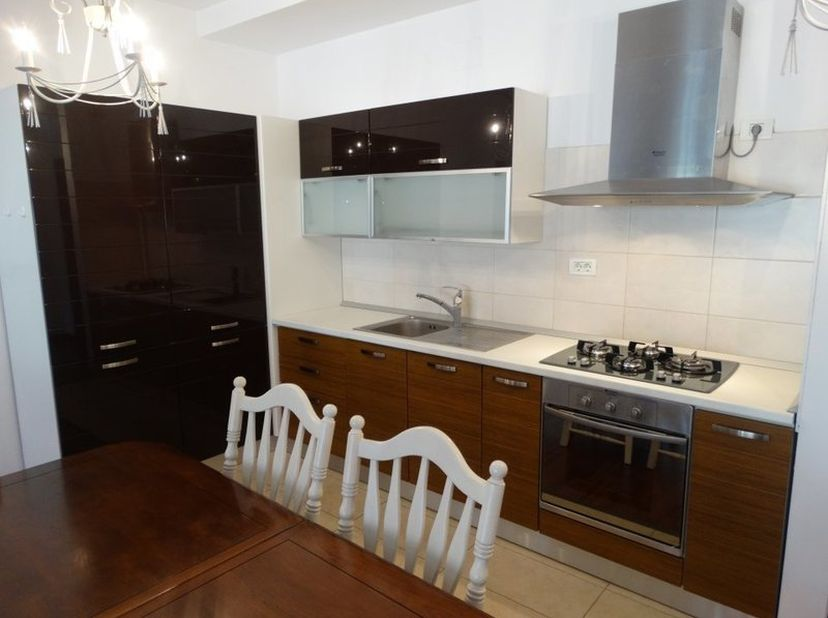 Te huur:een zeer luxueus gerenoveerd appartement aan de Zwartzustersvest in Mechelen. <br /> Omv. : inkomhal, ruime leefruimte met open keuken, badkam